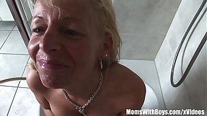 Mature Blonde Shaving Her Seize And Blows Horseshit
