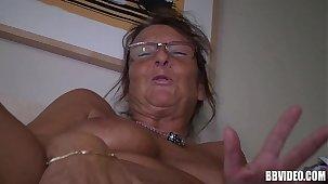 German mature wench masturbating
