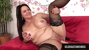 Chunky Mature Pulchritude Leylani Wood Enjoys a Requisites Induced Orgasm