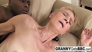Old kermis gets a nice anal creampie from a BBC