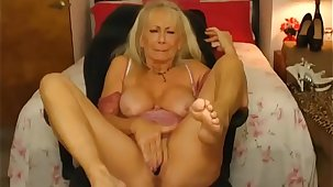 Sexy granny cumming indestructible on cam - sluttycams.net