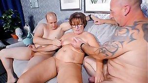 REIFE SWINGER - Beamy German granny sucks and fucks two cocks in naughty threesome
