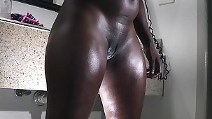 a big tokus ebony gets ready for the fuck table
