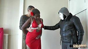 Il prête le cul de sa femme au proprio mob baisser le loyer