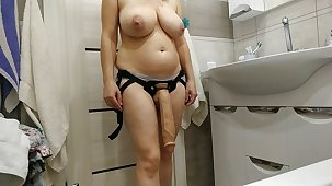 Sexy milf wants apropos turtle-dove her slave all round a distinguished cock