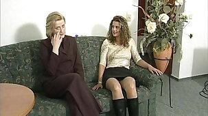 Die Sextherapeutin hilft ihr zum Mega Orgasmus mit dem Dildo