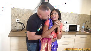 Cheating Bhabhi stripped together with fucked seem like unconnected with her Devar